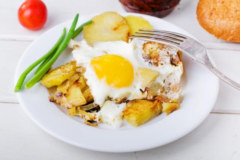 Bratkartoffeln mit Paprikaspiegelei