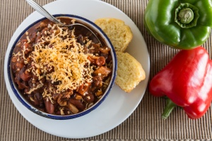 Chili con Carne mit Maisbrot