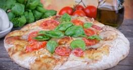 Focaccia mit Tomaten und Mozzarella
