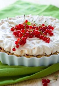 Fruchtiges Baiser Dessert