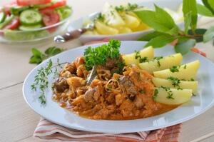 Paprikagulasch mit Sauerkraut